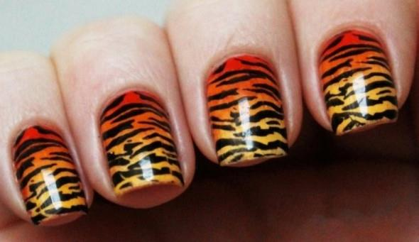 Фото с нарощенными ногтями тигровые